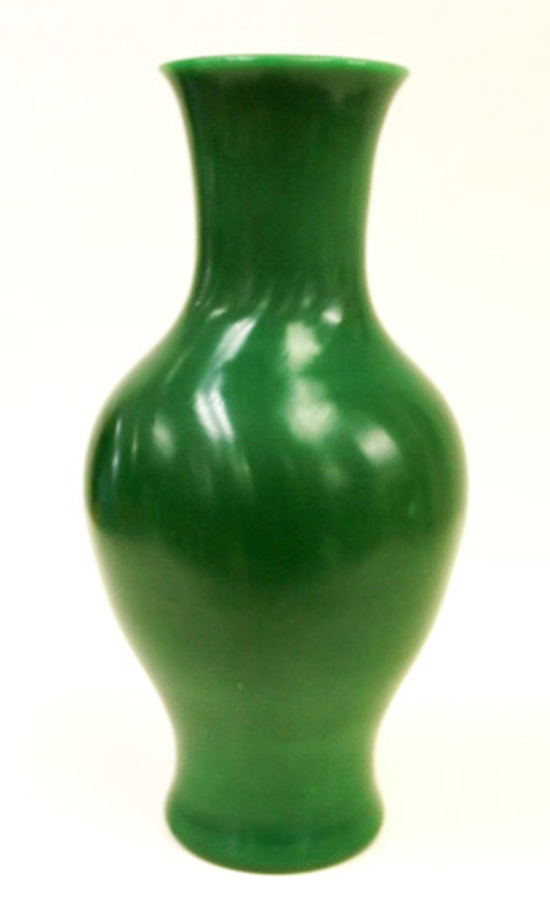 51ee88d31ce5 ANTIQUE CHINESE ROYAL GREEN PEKING GLASS VASE